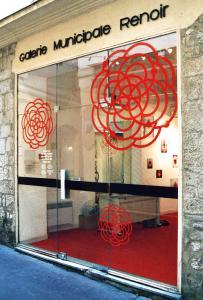<b>Les émissions des pulsars</b>, vue de l'exposition, Galerie Municipale Renoir, Nice, 2004